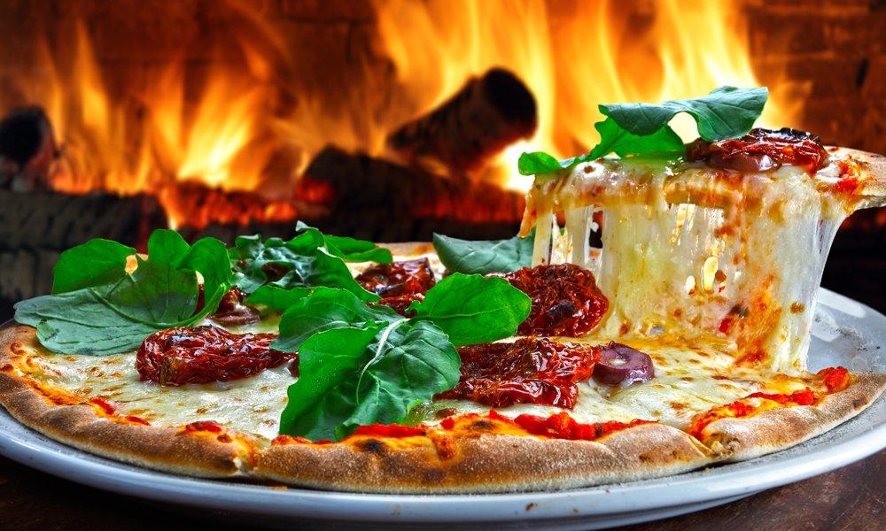 Pizza cotta nel forno a legna a Perugia