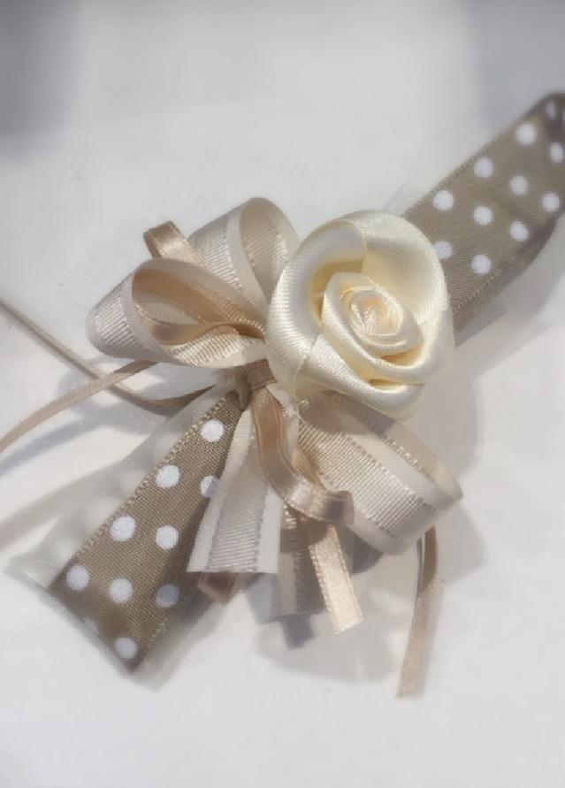 Confezione tubo con rosa a mano