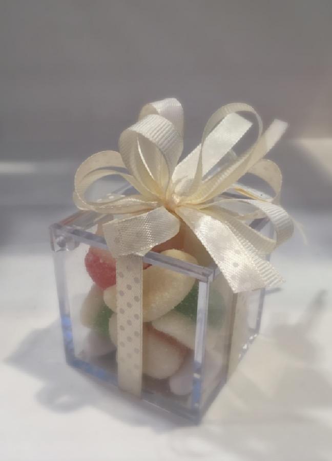 Scatolina in plexiglass con caramelle