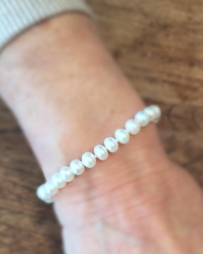 Bracciale con perle di idandi