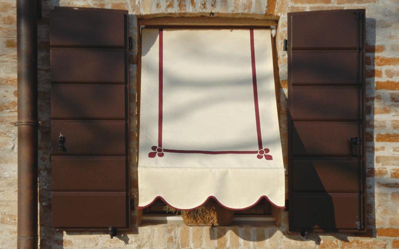 tenda a caduta finestra