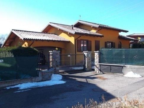 Abitazione indipendente con garage e giardino