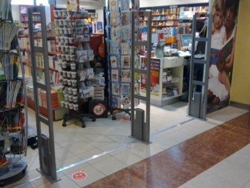 scatole protettive per dvd, etichette adesive rimovibili, protezione libreria