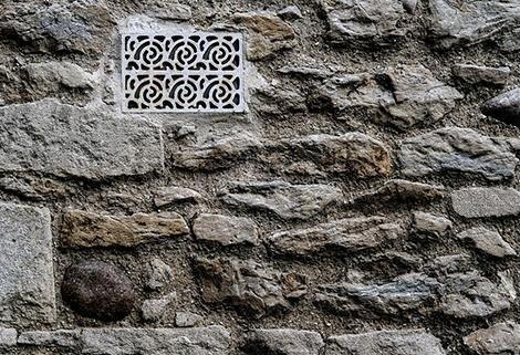 realizzazione di muri e muretti in pietra per esterni
