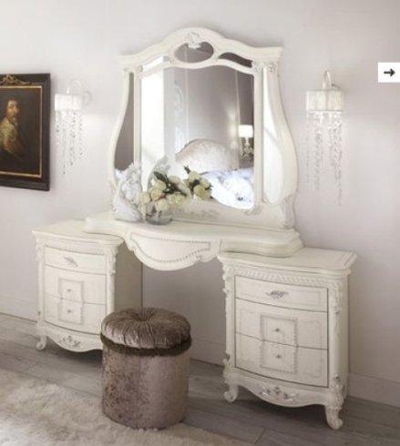specchio e due cassettiere
