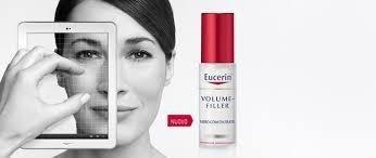 volto di una donna vicino a una crema a marchio EUCERIN