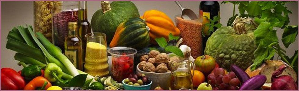 Alimenti sani e genuini, frutta, verdura, olio d'oliva