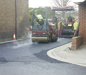 Tarmacadam resurfacing and repair - Pontyates, Llanelli Dyfed - Gwendraeth Valley Tarmacadam - Tarmacadam resurfacing and repair