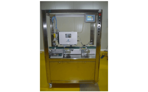 Weighing labelling machine for trays