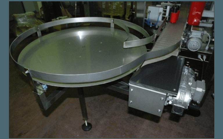 Etichettatore con tavolo rotante
