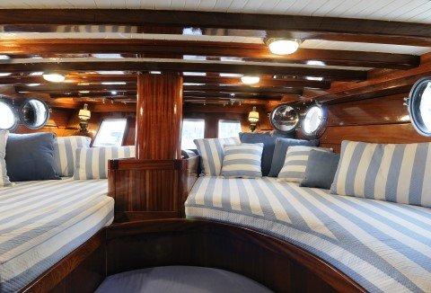 arredamento interno barca di lusso presso Tappezzeria Ideal Salotti a Messina
