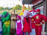 foto di persone in costume