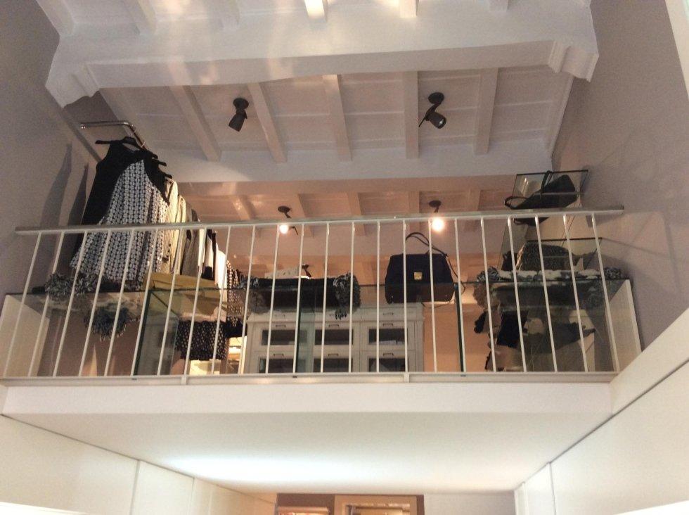 interno di un negozio di moda per donna