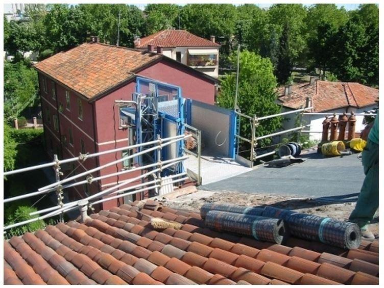 posa tegole per rifacimento tetti