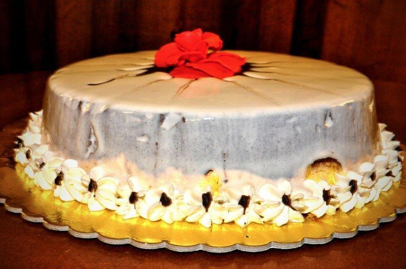 torta dolce con della glassa