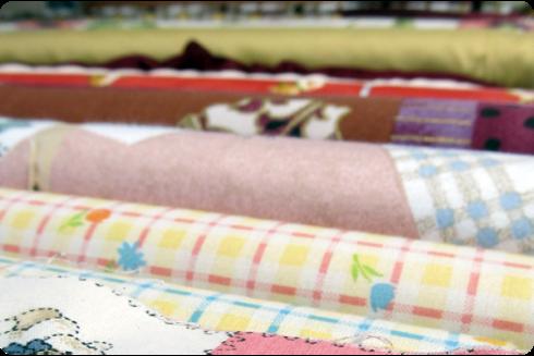 Tessuti e stoffe per coperte, lenzuola e tende.