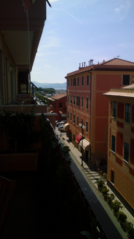 vista dal balcone di alcune case