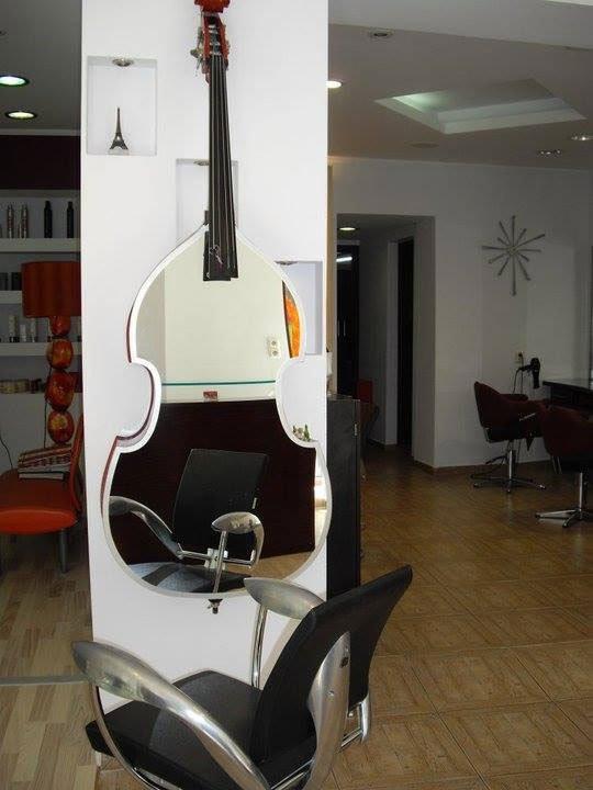 guitar-like mirror