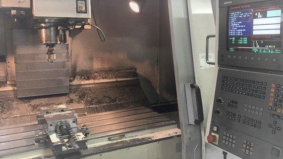 Macchinario per la lavorazione dei metalli in funzione