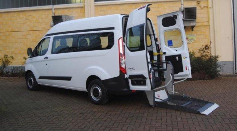 Veicoli di medie dimensioni per trasporto disabili