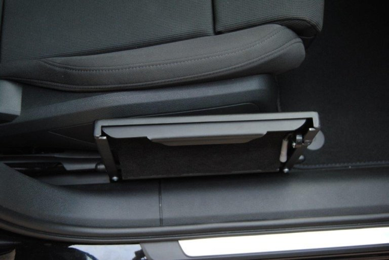 Auxiliary devices for disabled drivers