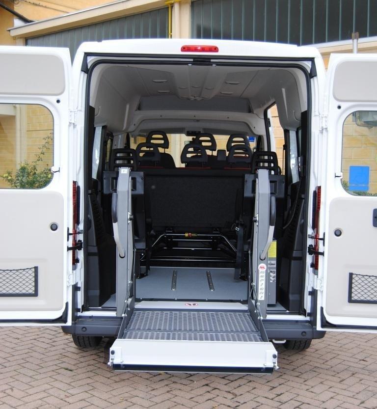 Véhicules de moyenne taille pour le transport de personnes handicapées