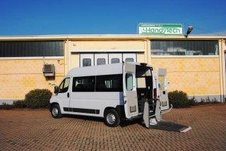 Véhicules pour le transport collectif d'handicapés