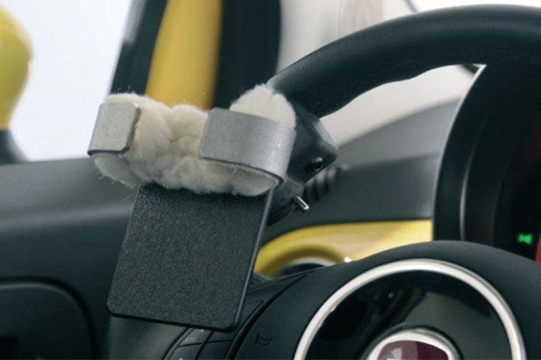 Systèmes d'aide à la conduite pour tétraplégiques