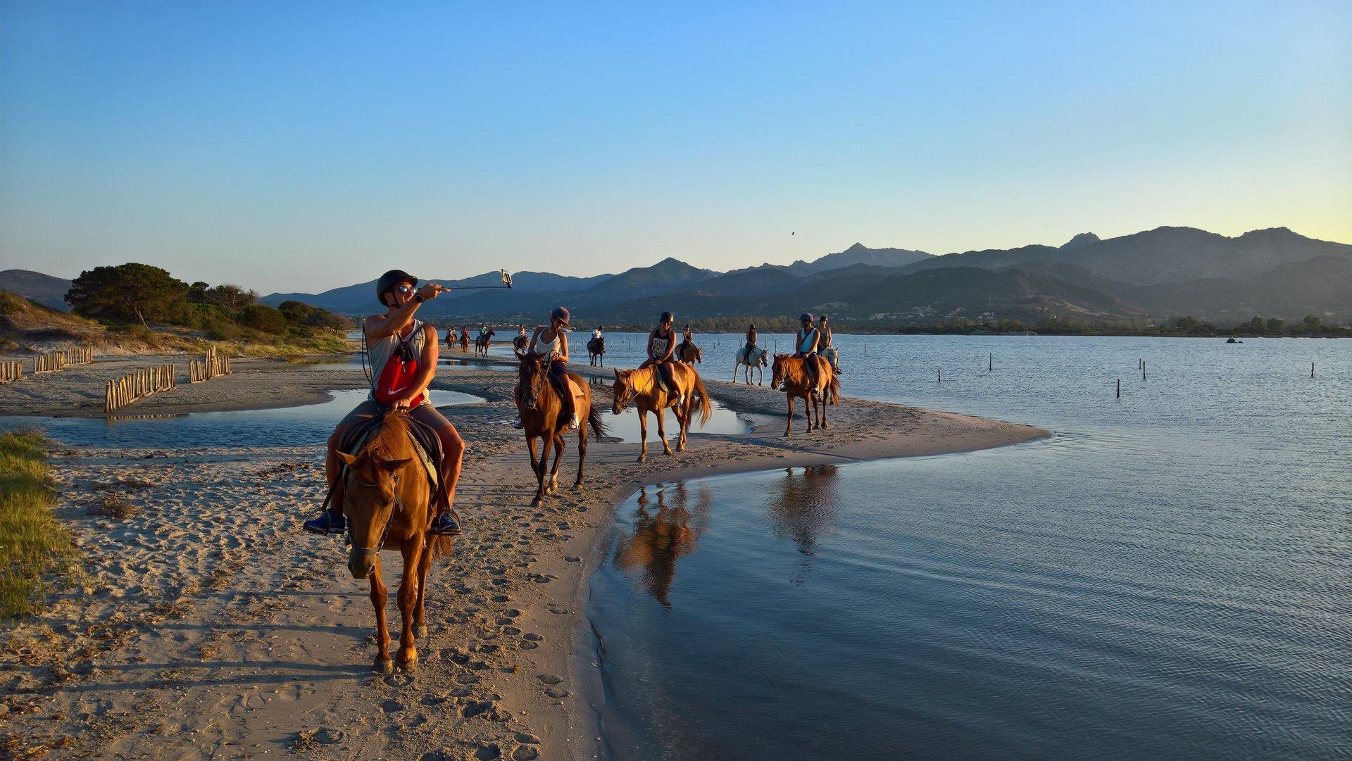 Passeggiate a Cavallo sulla Spiaggia - San Teodoro   Porto Rotondo   Porto  Cervo   Olbia - La Cinta