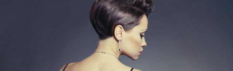 donna con parure gioielli