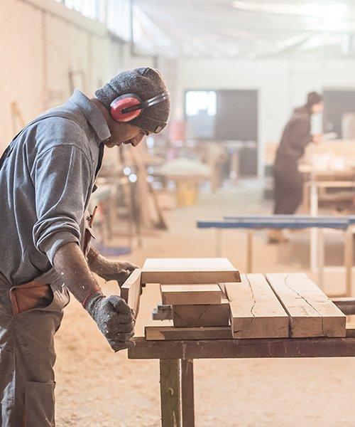 Lavorazione del legno alla Falegnameria Porticelli Alessandro a Leonessa