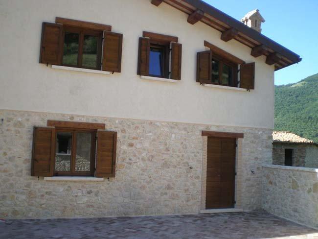 Finestre e porte in legno a Leonessa