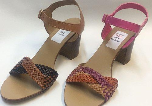 due sandali di pelle intrecciati