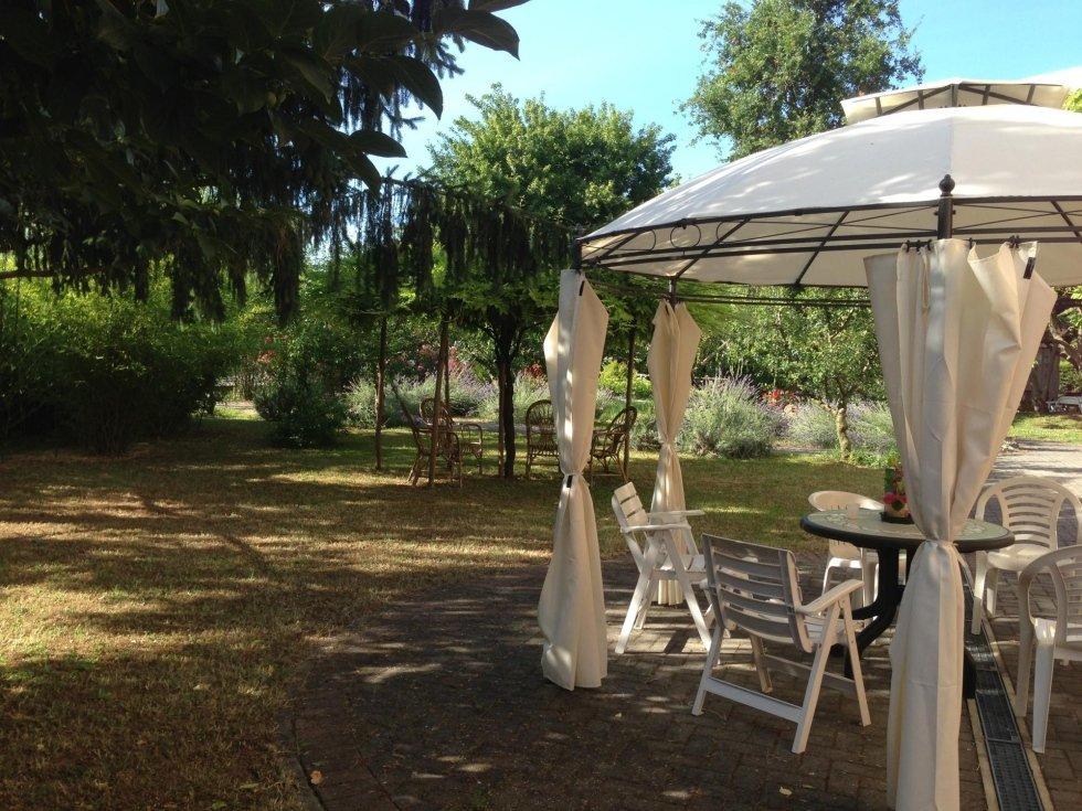 giardino esterno casa di riposo asilo dei nonni