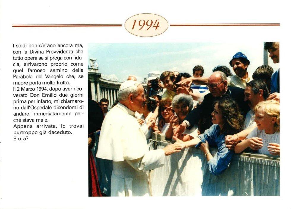 foto del papa che saluta i fedeli