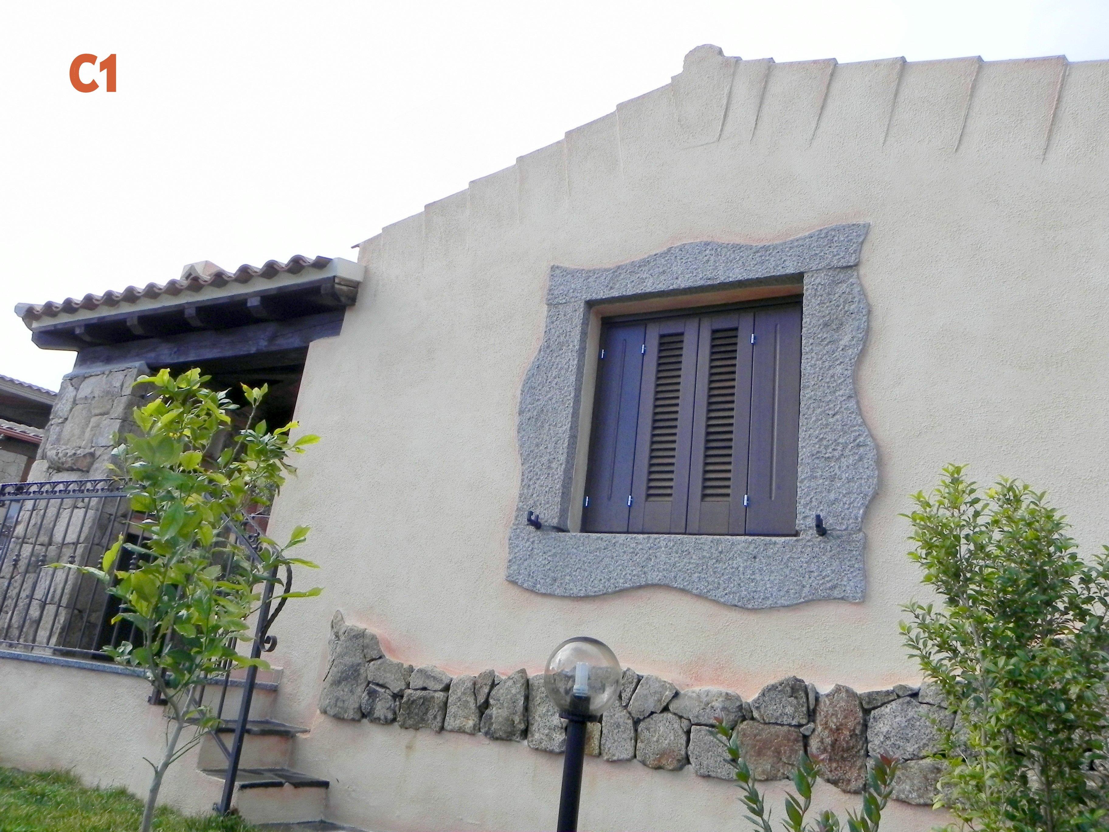 facciata laterale di casa in mattoni