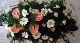 corona di fiori bianchi