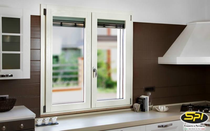 finestra in alluminio e legno laccato