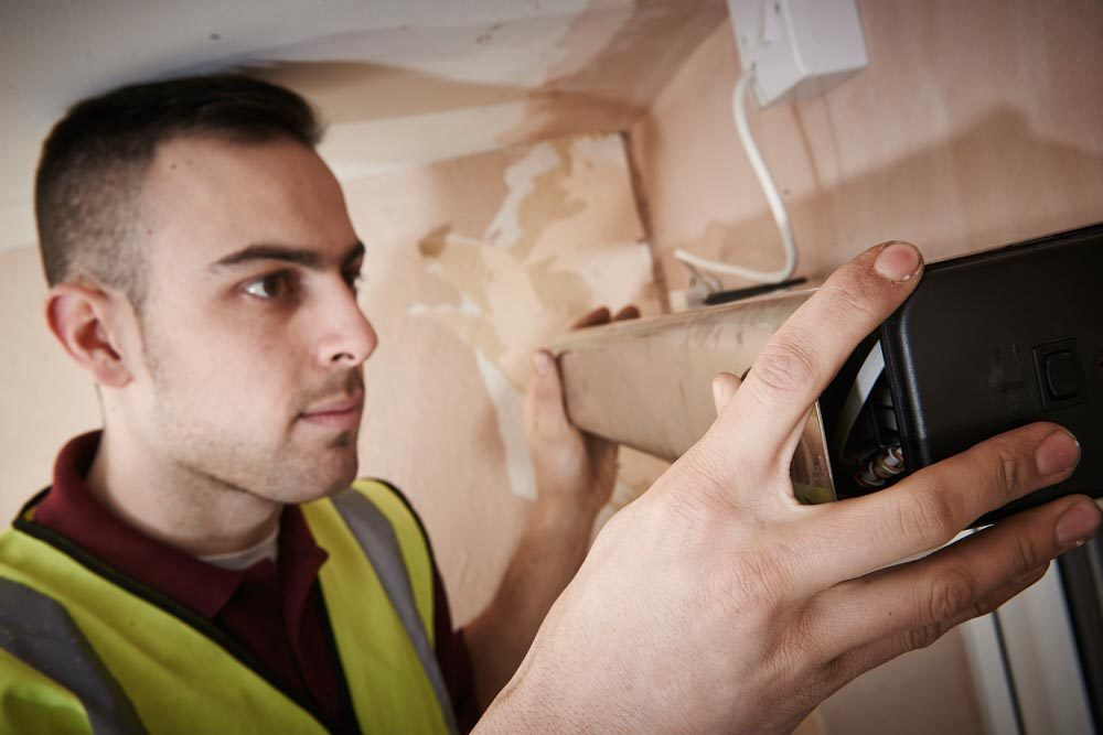 Professional providing electrical repairing services