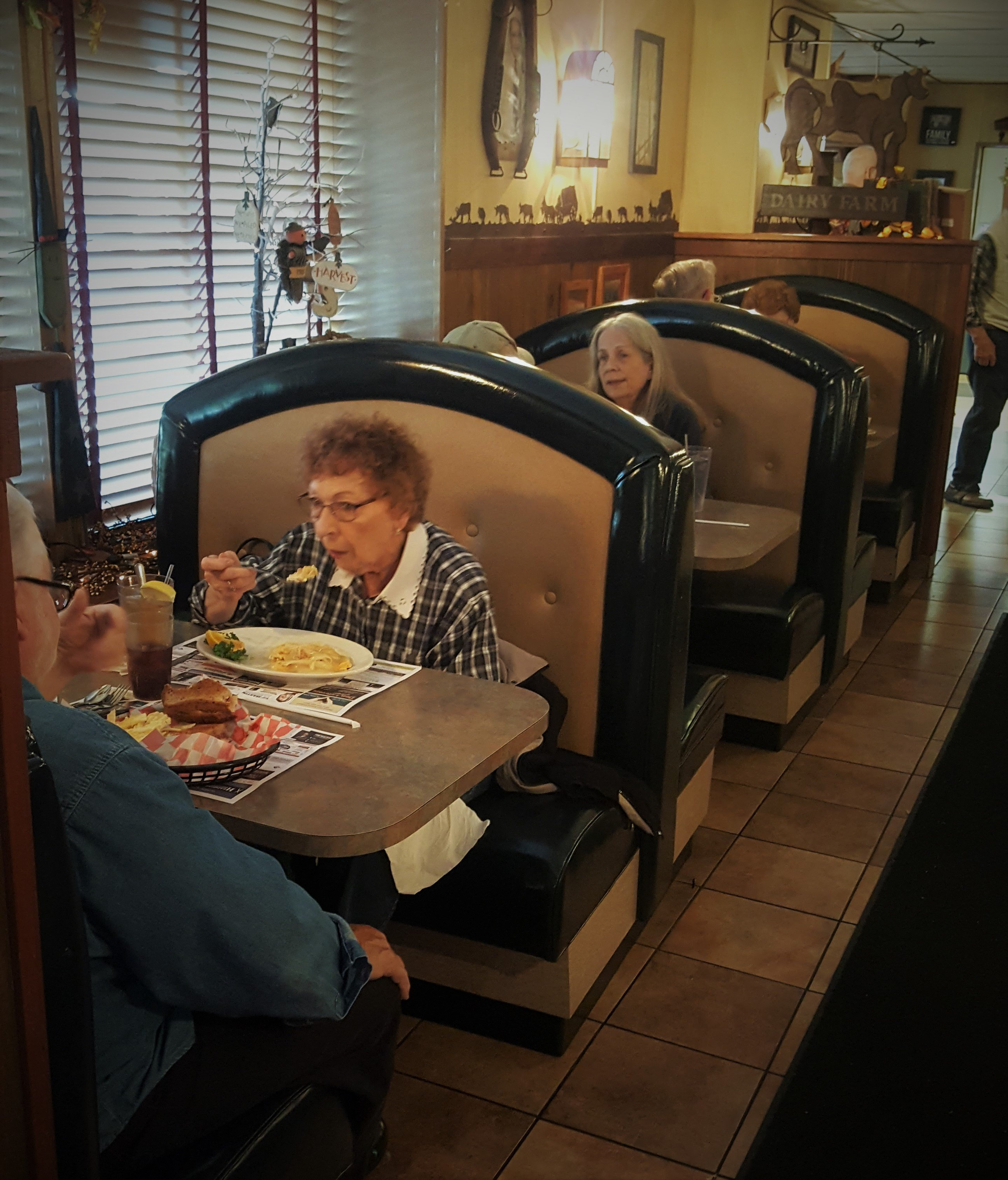 The Conestoga Wagon Restaurant in Lancaster, PA. Serving home cooking and family recipes for over 30 years!