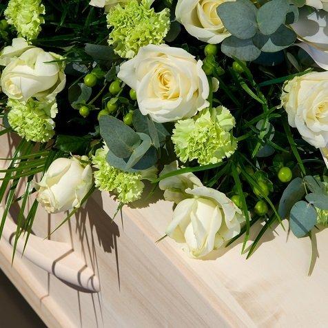 Fiori Bianchi Tipo Rose.I Fiori Piu Adatti Per Un Funerale