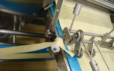 producción pasta con banda
