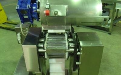 Automatic cylinder roller