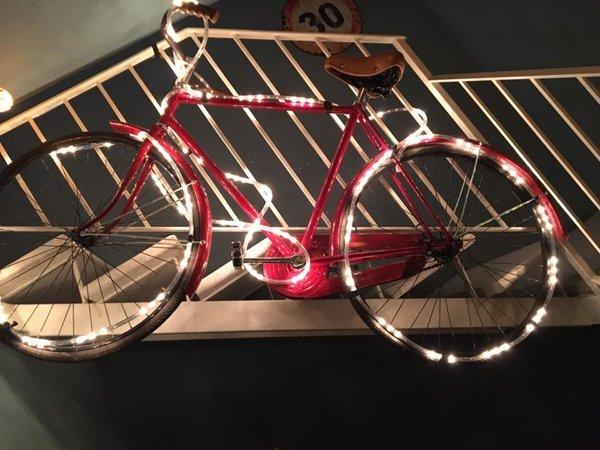 bicicletta con decorazione luce