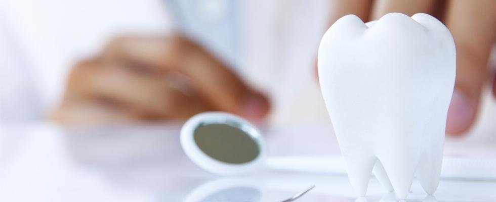 riparazione protesi dentarie
