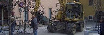 piazza, transennazione zona di lavoro, prima fase di demolizione