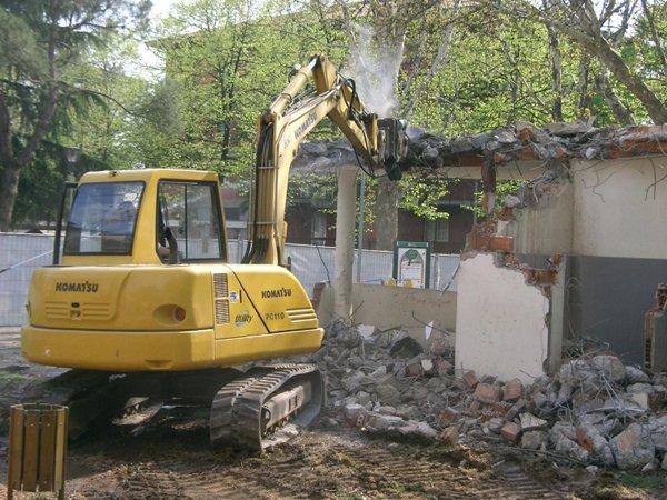 Demolizione edifici a Verona