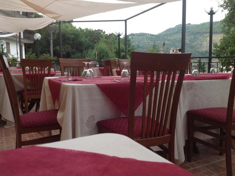 ristorante pizzeria con terrazza