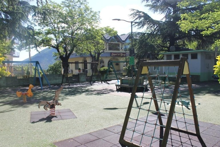 pizzeria e parco giochi