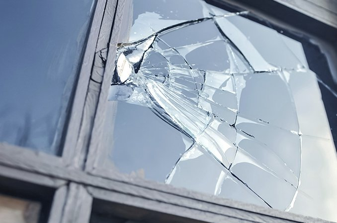 Emergency glass replacement services